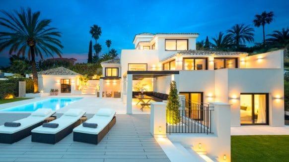 Compleet gerenoveerde moderne villa met zeezicht in Los Naranjos Hill Club, in het prestigieuze Nueva Andalucia