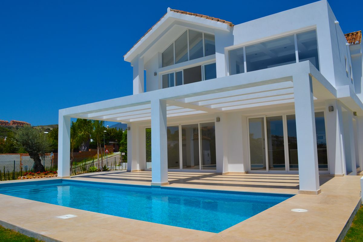 Magnificent modern homes for sale near marbella realista for Sale moderne
