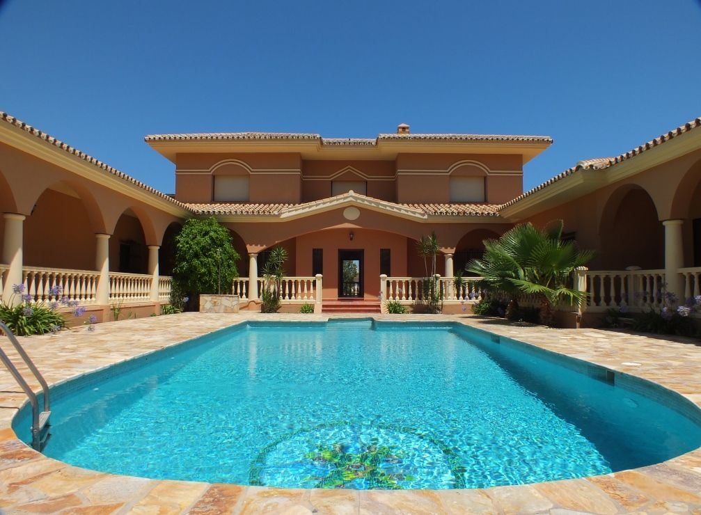 5 amazing luxury marbella homes for sale with pools realista for Houses for sale pool