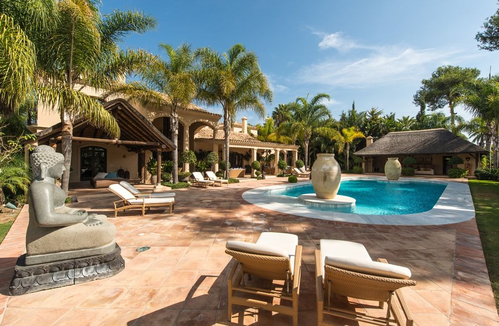 5 amazing luxury marbella homes for sale with pools realista for Mansion with pool for sale