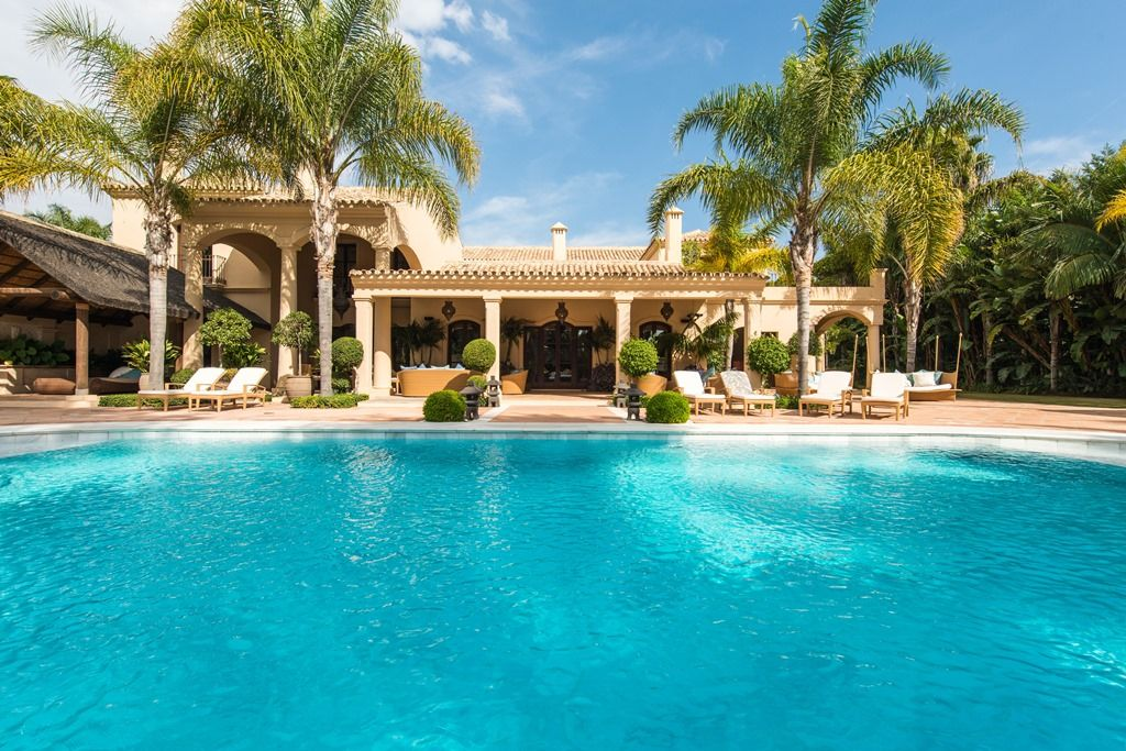 5 amazing luxury marbella homes for sale with pools for Houses for sale pool