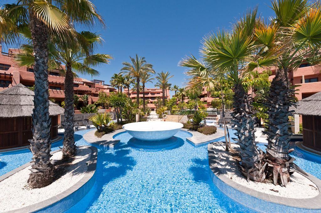 marbella lifestyle pool