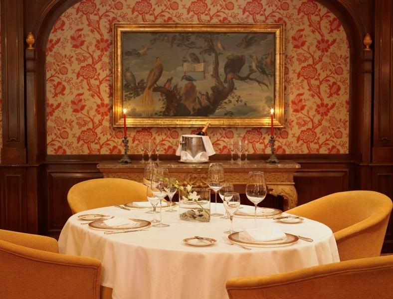 el-corzo micheline restaurant guide host