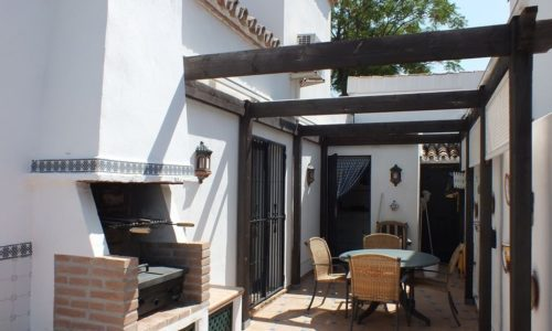 Selling property in Marbella courtyard