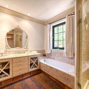 Country style villa beachside guadalmina san pedro marbella_Bathroom III_Realista Quality Properties Marbella