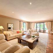 Country style villa beachside guadalmina san pedro marbella_Living room_Realista Quality Properties Marbella