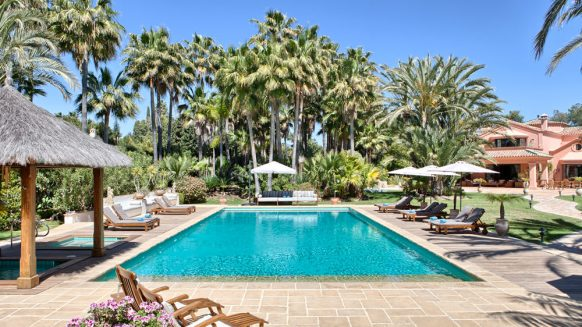 Country style villa beachside guadalmina san pedro marbella_Swimming pool_Realista Quality Properties Marbella
