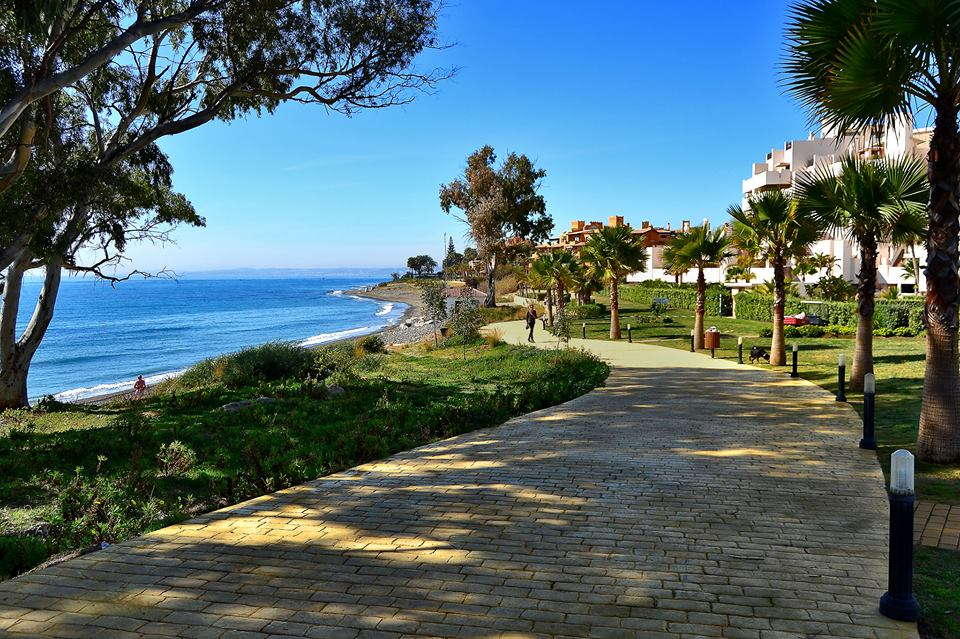 Fully furnished two bedroom Apartment in Front line beach Bahia de la Plata Estepona.