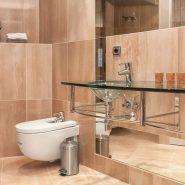 Bahia de la Plata front line beach Estepona_master bathroom_Realista Quality Properties Marbella