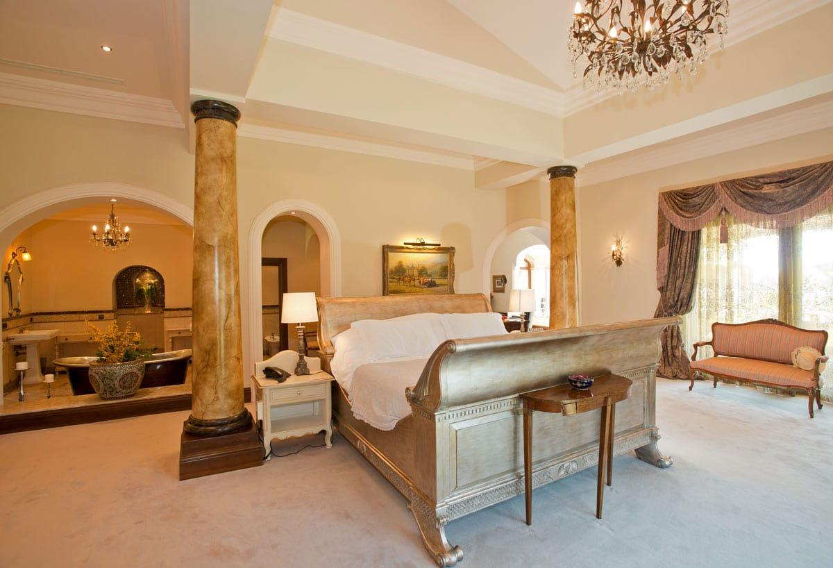 Bedroom Set Courts