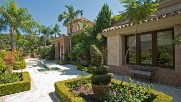 Luxury and private villa with sea views for sale in La Zagaleta Golf & Country Club_Garden II_Realista Quality Properties Marbella
