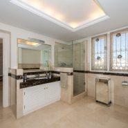 Villa El Capitan Benahavis_Master bathroom_Realista Quality Properties Marbella