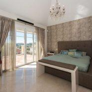 Villa El Capitan Benahavis_Master bedroom_Realista Quality Properties Marbella