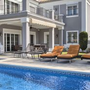 Villa El Capitan Benahavis_swimming pool terrace_Realista Quality Properties Marbella