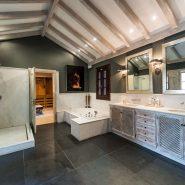 Villa Los Monteros Playa_Master bathroom_Realista Quality Properties Marbella