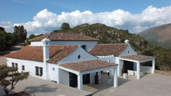 Andalusische Cortijo villa in country living Casares on a large plot