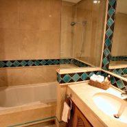 Bahia del Velerin_3 bedroom penthouse_Guest bathroom I_Realista Quality Properties Marbella
