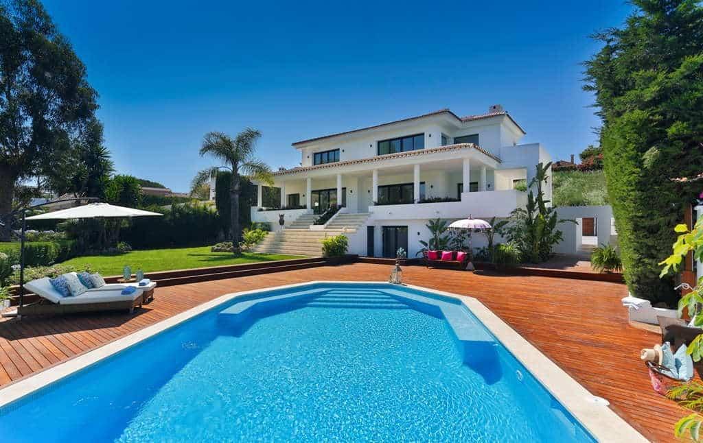 Front line golf villa Los Naranjos Golf Nueva Andalucia panoramic view