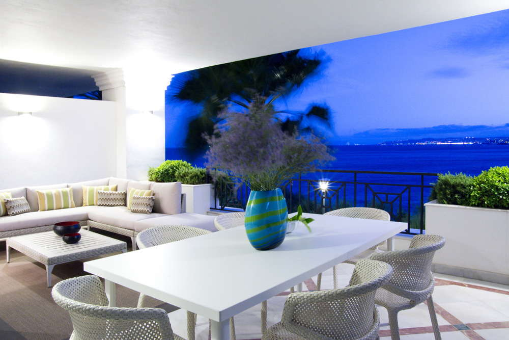Exclusive and luxury new front line beach apartment with panoramic views in Estepona