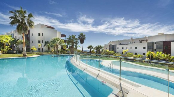 2 bedroom apartment in exclusive Hoyo 19 Los Flamingos Golf Resort Benahavis for sale
