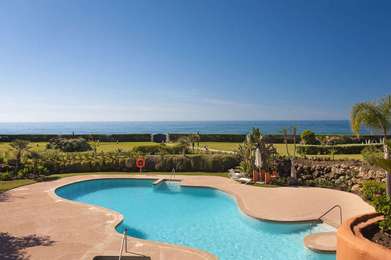 2 bedroom front line beach apartment in La Morera Los Monteros Beach Marbella