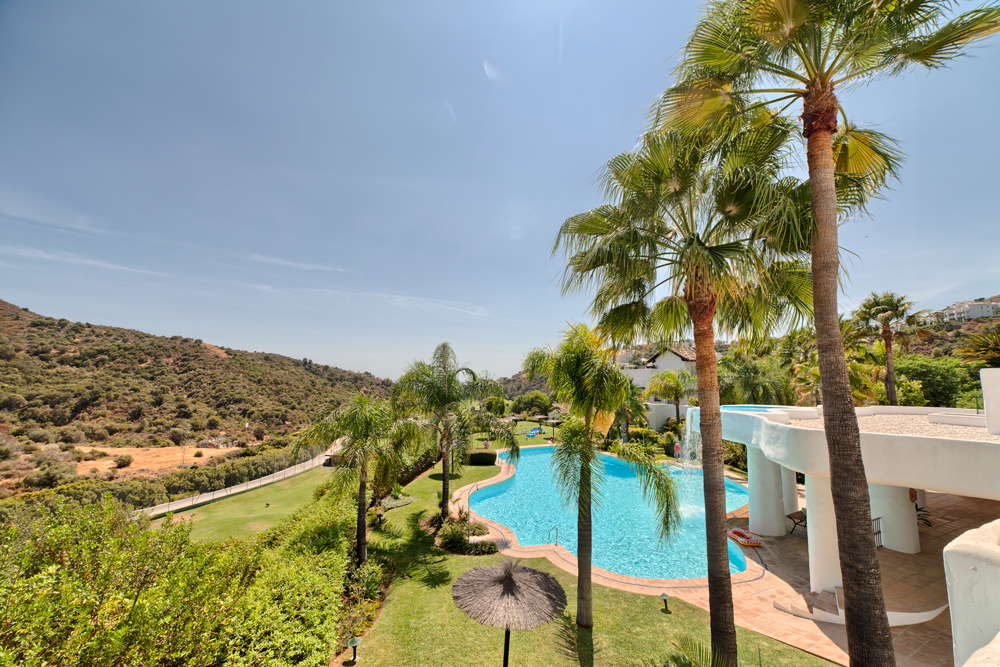 Ground floor corner apartment for sale La Quinta Golf Benahavis