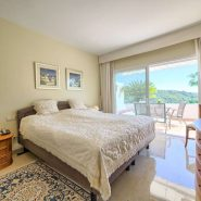 Las Lomas de la Quinta_ground floor 2 bedroom apartment_Master bedroom_Realista Quality Properties Marbella