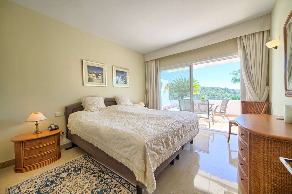 Ground floor apartment with views in la quinta realista for 2 master bedroom apartments
