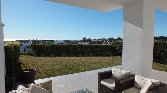 Los Robles_Los Arqueros_ Benahavis_Ground floor apartment open view_Realista Quality Properties Marbella