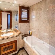 Mar Azul Estepona Beach front penthouse_Guest bathroom_Realista Quality Properties Marbella