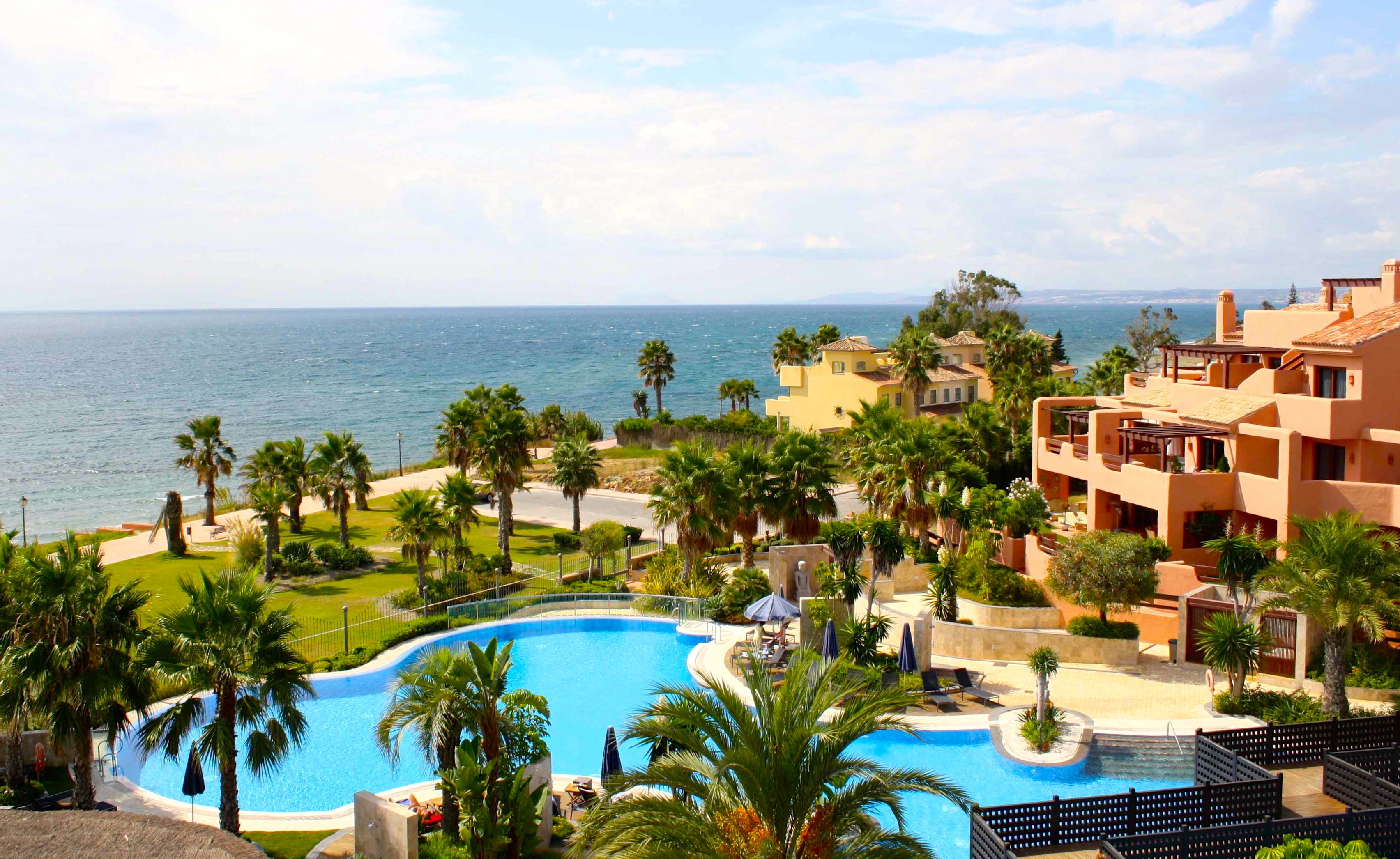 Luxury front line beach apartment for sale in mar azul - Domotica marbella ...