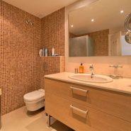 Marina Puente Romano_Duplex penthouse_Bathroom II_realista Quality Properties Marbella