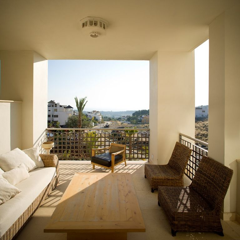 Luxury Apartment Overlooking El Paraiso Golf Course And