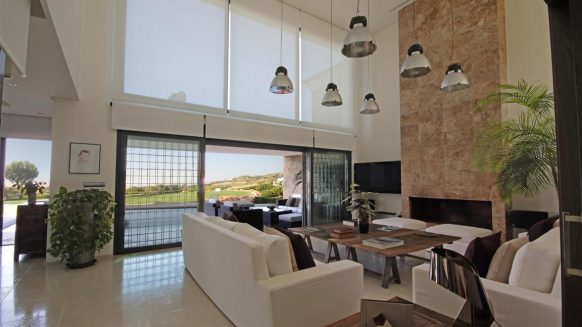 Modern design villa for sale in Capanes del Sur Benahavis_livingroom-Realista Quality Properties Marbella