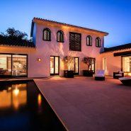 Modern villa for sale Los Monteros Playa_By night_Realista Quality Properties Marbella