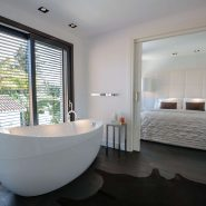 Modern villa for sale Los Monteros Playa_master bathroom I_Realista Quality Properties Marbella