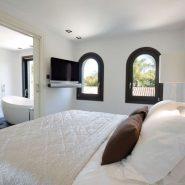 Modern villa for sale Los Monteros Playa_master bedroom_Realista Quality Properties Marbella