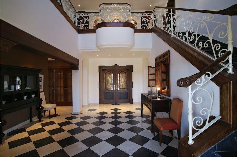Luxury classic new built villa for sale in la Alqueria Benahavis