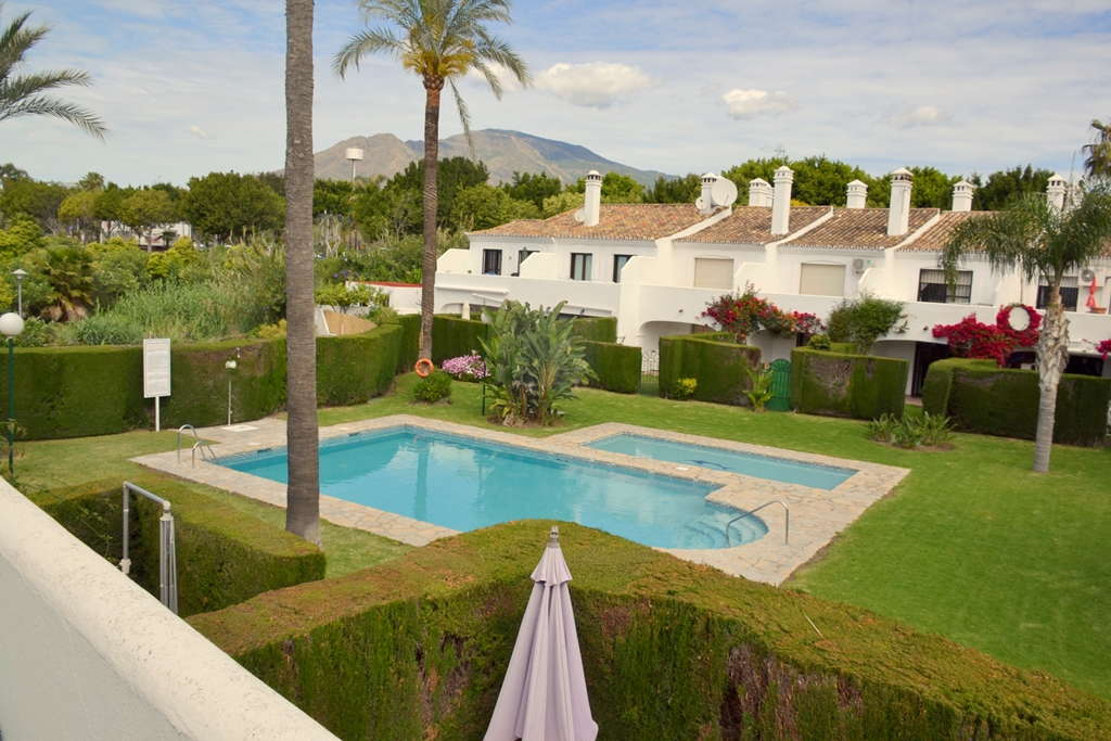 Renovated 3 bedroom townhouse for sale in Estepona town