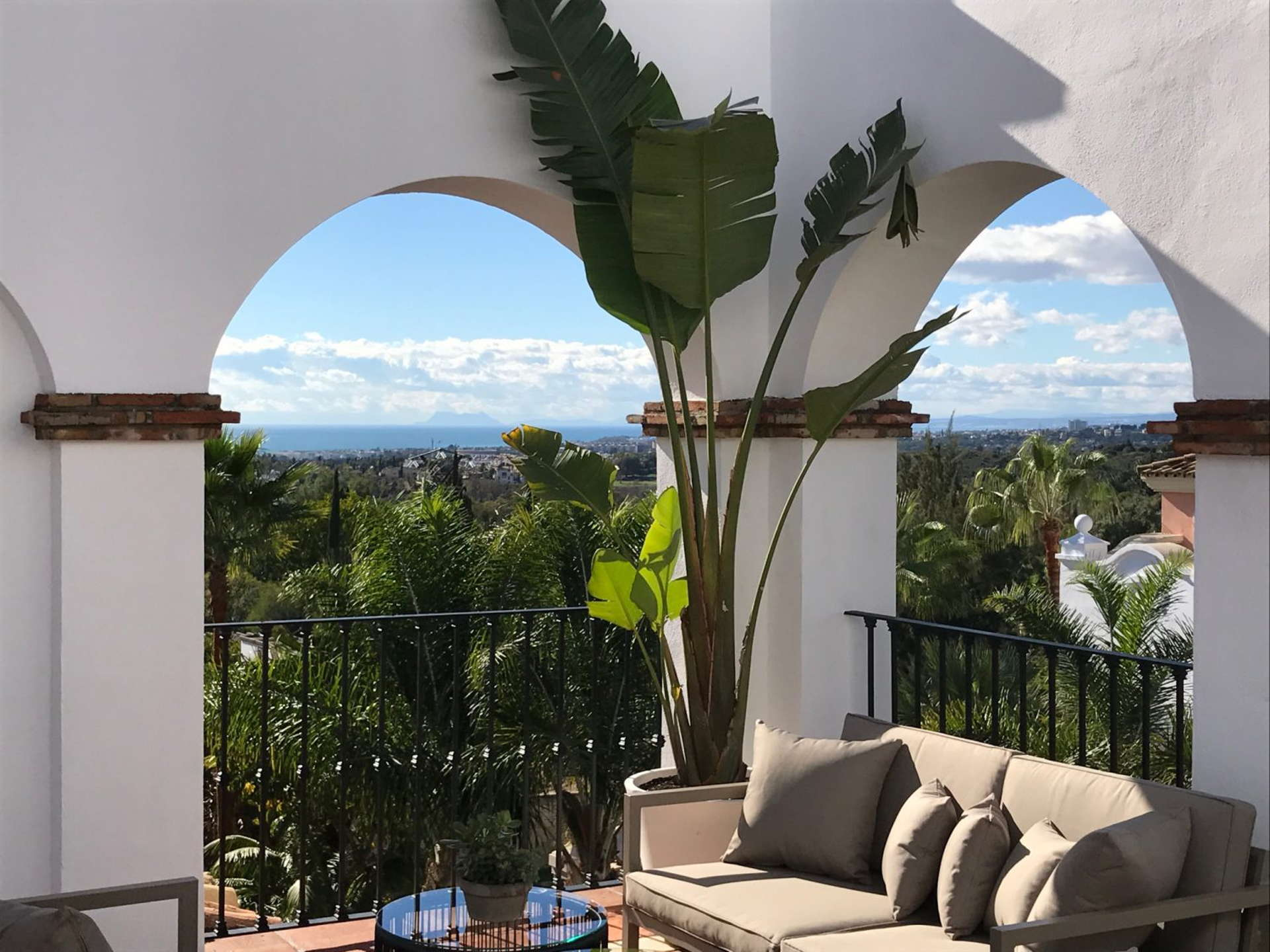 Columbus Hills contemporary 2 bedroom apartment with spectacular views in Sierra Blanca, Marbella.