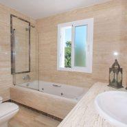 Columbus Hills_Master bathroom I_Realista Quality Properties Marbella