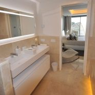 Les Rivages_3 bedroom apartment_Master bathroom II_Realista Quality Properties Marbella