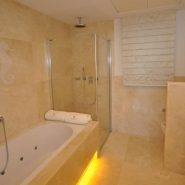 es Rivages_3 bedroom apartment_Master bathroom_Realista Quality Properties Marbella