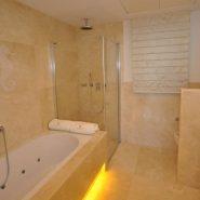 es Rivages_3 bedroom apartment_Master bathroom_Realista Quality Properties Marbella