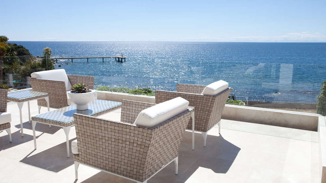 Les Rivages Estepona frontline beach two bedroom corner apartment with panoramic views for sale