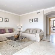Lomas del Conde Luque Benahavis_sea view 2 bedroom apartment_living room V_Realista Quality Properties Marbella