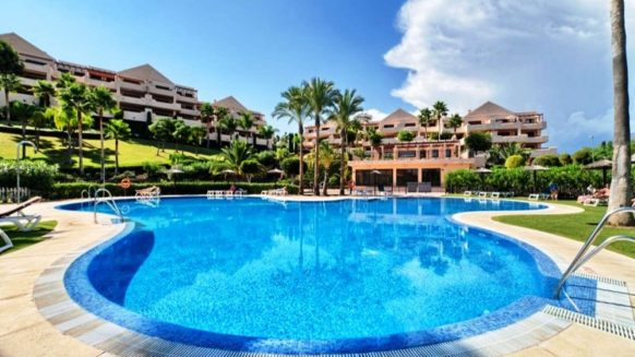Lomas del Conde Luque Benahavis_sea view 2 bedroom apartment_swimmingpool_Realista Quality Properties Marbella
