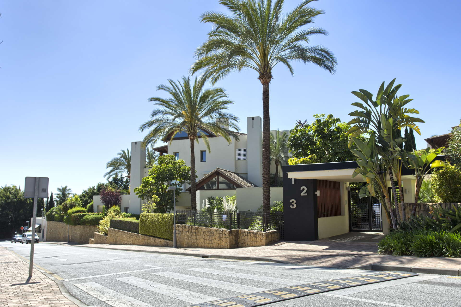 Spacious and luxury ground floor apartment in IMARA Sierra Blanca on the Marbella Golden Mile