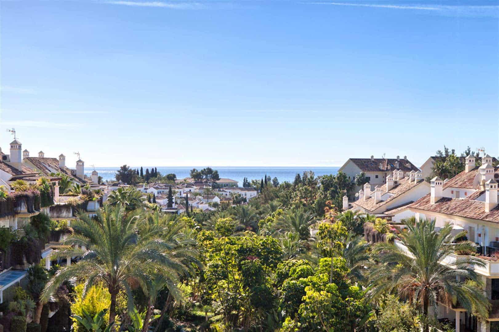 Sea view Penthouse in Lomas del Rey Golden Mile Marbella near Puente Romano and Marbella Club hotels
