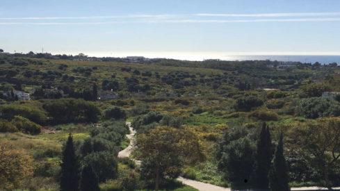 Bargain Plot with sea views for sale in Los Flamingos Benahavis-Realista Quality Properties Marbella
